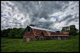 An old barn sits off the side of Digges Valley Road outside of the Town of Hamilton. Western Loudoun's historic dirt roads in are important heritage resources that represent the migration, settlement and travel patterns of the County's early populations. Historic travel routes are also essential components of the County's historic landscape as it associates with standing structures, linking early settlements. (Photo by Douglas Graham/WLP)